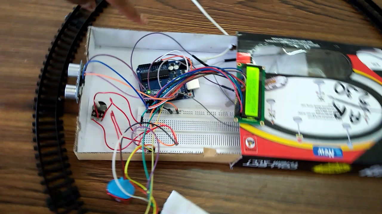 AUTOMATIC RAILWAY CROSSING GATES USING ARDUINO - The IEEE Maker Project